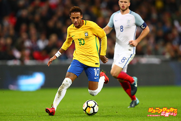LONDON, ENGLAND - NOVEMBER 14: Neymar Jr of Brazil in action during the international friendly match between England and Brazil at Wembley Stadium on November 14, 2017 in London, England.  (Photo by Clive Rose/Getty Images)