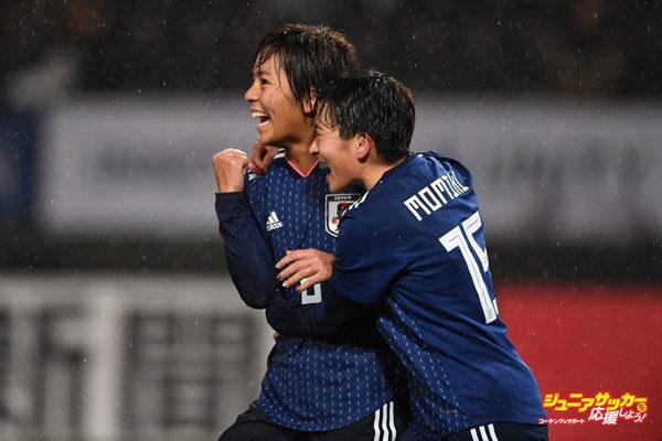 CHIBA, JAPAN - DECEMBER 08:  Mana Iwabuchi (L) of Japan celebrates scoring her side's third goal with her team mate Yuka Momiki (R) during the EAFF E-1 Women's Football Championship between Japan and South Korea at Fukuda Denshi Arena on December 8, 2017 in Chiba, Japan.  (Photo by Masashi Hara/Getty Images)