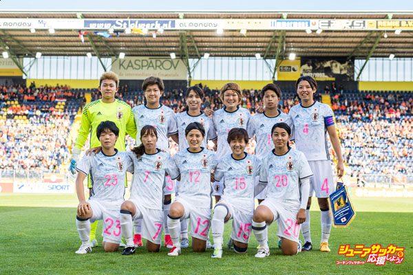 BREDA, NETHERLANDS - JUNE 09: Team photo with (up L-R) Goalkeeper Ayake Yamashita, Yuika Sugasawa, Ayumi Oya, Mizuho Sakaguchi, Mina Tanaka, Saki Kumagai and (down L-R) Nana Ichise, Emi Nakajima, Hikaru Naomoto, Yuka Momiki, Ayumi Oya prior to the Women's International Friendly match between Netherlands and Japan at Rat Verlegh Stadion on June 9, 2017 in Breda, Netherlands. (Photo by Lukas Schulze/Getty Images)