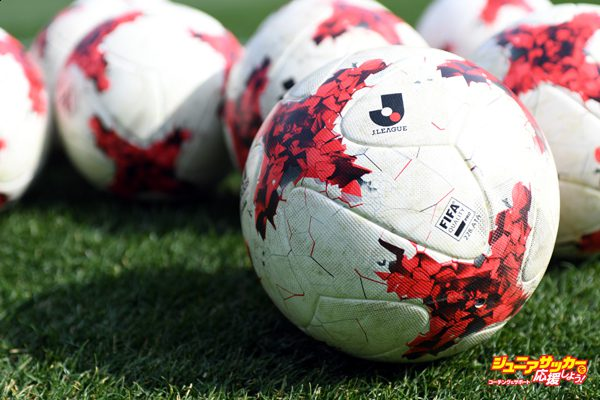 YOKOHAMA, JAPAN - FEBRUARY 18:  (EDITORIAL USE ONLY) Official ball of J.League 2017 on the pitch before the Xerox Super Cup match between Kashima Antlers and Urawa Red Diamonds at Nissan Stadium on February 18, 2017 in Yokohama, Kanagawa, Japan.  (Photo by Masashi Hara/Getty Images)