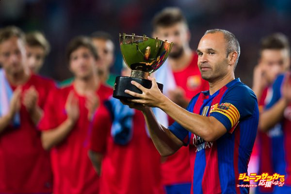 BARCELONA, SPAIN - AUGUST 10: Andres Iniesta of FC Barcelona lifts the Joan Gamper trophy after the Joan Gamper trophy match between FC Barcelona and UC Sampdoria at Camp Nou on August 10, 2016 in Barcelona, Spain. (Photo by Alex Caparros/Getty Images)