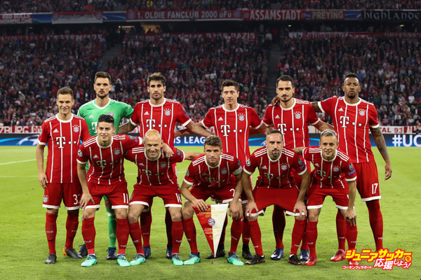 MUNICH, GERMANY - APRIL 25: Bayern Muenchen line up during the UEFA Champions League Semi Final First Leg match between Bayern Muenchen and Real Madrid at the Allianz Arena on April 25, 2018 in Munich, Germany. (Photo by Maja Hitij/Bongarts/Getty Images)