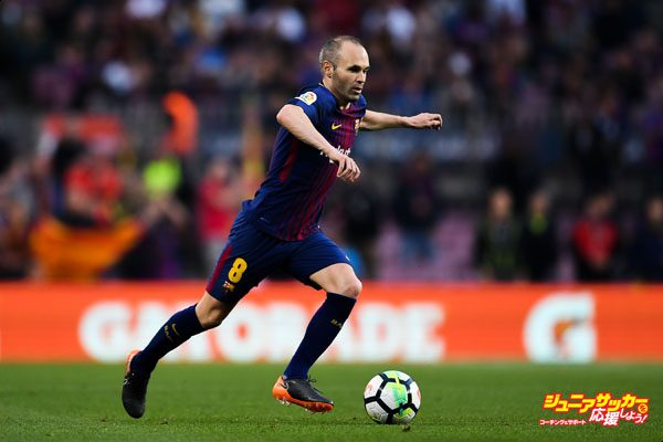 BARCELONA, SPAIN - MAY 09:  Andres Iniesta of FC Barcelona runs with the ball during the La Liga match between Barcelona and Real Madrid at Camp Nou on May 9, 2018 in Barcelona, Spain.  (Photo by David Ramos/Getty Images)
