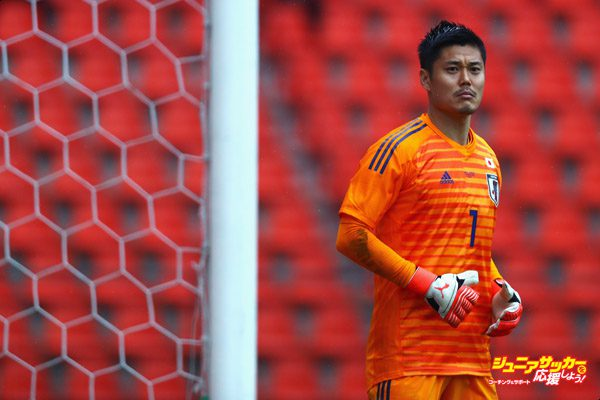 LIEGE, BELGIUM - MARCH 27:  Goalkeeper, Eiji Kawashima of Japan looks on during the International friendly match between Japan and Ukraine held at Stade Maurice Dufrasne on March 27, 2018 in Liege, Belgium.  (Photo by Dean Mouhtaropoulos/Getty Images)