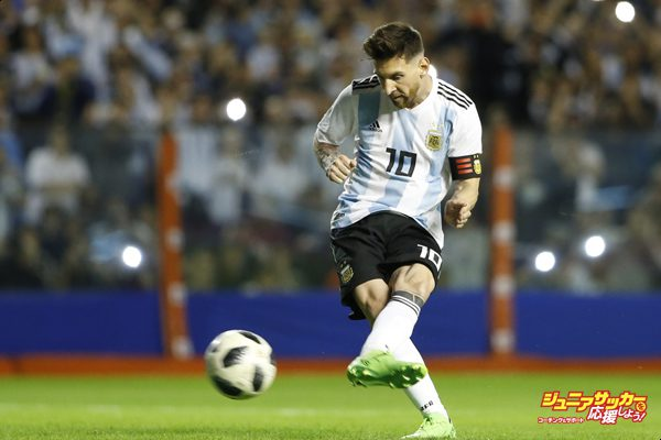 BUENOS AIRES, ARGENTINA - MAY 29: Lionel Messi of Argentina kicks a penalty to score the first goal of his team during an international friendly match between Argentina and Haiti at Alberto J. Armando Stadium on May 29, 2018 in Buenos Aires, Argentina. (Photo by Gabriel Rossi/Getty Images)