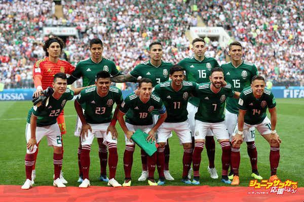 MOSCOW, RUSSIA - JUNE 17:  The Mexico team pose for a team photo prior to the 2018 FIFA World Cup Russia group F match between Germany and Mexico at Luzhniki Stadium on June 17, 2018 in Moscow, Russia.  (Photo by Clive Rose/Getty Images)