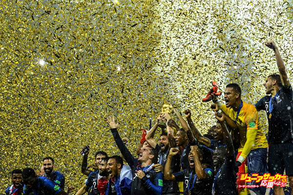 MOSCOW, RUSSIA - JULY 15:  France players celebrate with the World Cup Trophy following their side victory in the 2018 FIFA World Cup Russia Final between France and Croatia at Luzhniki Stadium on July 15, 2018 in Moscow, Russia.  (Photo by David Ramos - FIFA/FIFA via Getty Images)