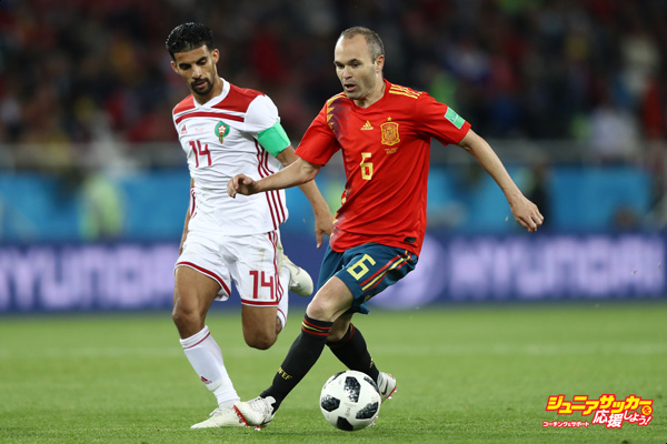 KALININGRAD, RUSSIA - JUNE 25:  Andres Iniesta of Spain runs with the ball under pressure from Mbark Boussoufa of Morocco during the 2018 FIFA World Cup Russia group B match between Spain and Morocco at Kaliningrad Stadium on June 25, 2018 in Kaliningrad, Russia.  (Photo by Jamie Squire - FIFA/FIFA via Getty Images)