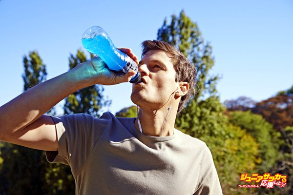 Man drinking sports drink. (Photo by:  BSIP/UIG via Getty Images)