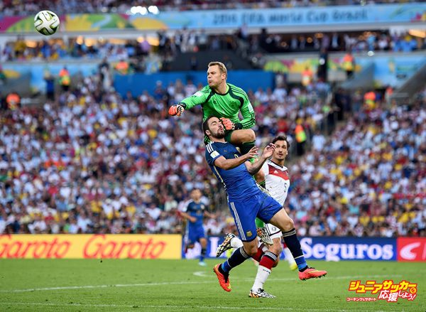 RIO DE JANEIRO, BRAZIL - JULY 13:  Gonzalo Higuain of Argentina and Manuel Neuer of Germany collide during the 2014 FIFA World Cup Brazil Final match between Germany and Argentina at Maracana on July 13, 2014 in Rio de Janeiro, Brazil.  (Photo by Shaun Botterill - FIFA/FIFA via Getty Images)