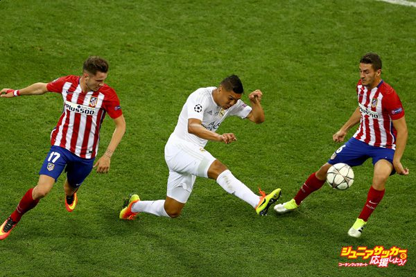 MILAN, ITALY - MAY 28: Casemiro of Real Madrid clears the ball from Saúl Níguez of Atletico Madrid and Koke of Atletico Madrid during the UEFA Champions League Final match between Real Madrid and Club Atletico de Madrid at Stadio Giuseppe Meazza on May 28, 2016 in Milan, Italy. (Photo by Clive Mason/Getty Images)