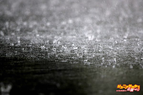 SUZUKA, JAPAN - OCTOBER 06:  Raindrops hit the track during practice for the Formula One Grand Prix of Japan at Suzuka Circuit on October 6, 2017 in Suzuka.  (Photo by Clive Mason/Getty Images)
