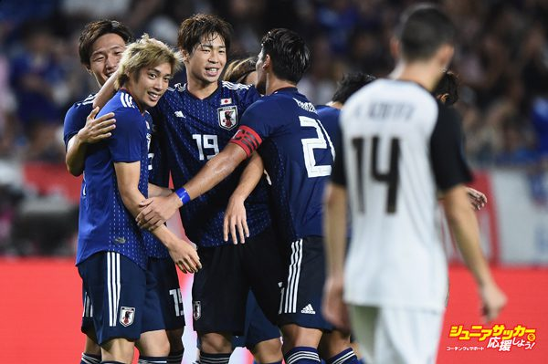 SUITA, JAPAN - SEPTEMBER 11:  Junya Ito (L) of Japan celebrates scoring a goal with team mates during the international friendly match between Japan and Costa Rica at Suita City Football Stadium on September 11, 2018 in Suita, Osaka, Japan.  (Photo by Matt Roberts/Getty Images)