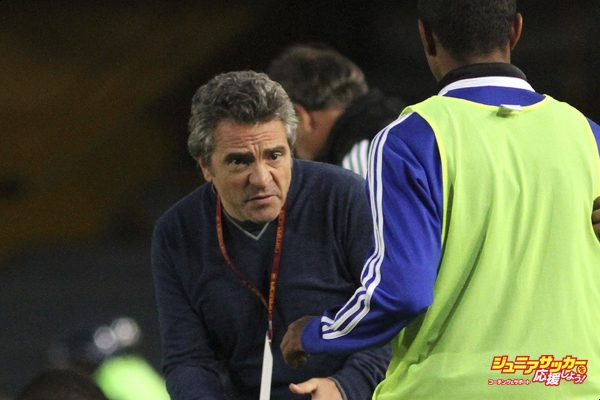 BOGOTA, COLOMBIA -JULY 19: Head Coach Juan Manuel Lillo   of Millonarios gestures during a match between Millonarios and Envigado  July 19 as part of the Liga Postobon II  2014 at the  Nemesio Camacho El Campin Stadium onJuly 19 , 2014 in Bogota, Colombia. (Photo by Felipe Caicedo  /LatinContent/Getty Images)