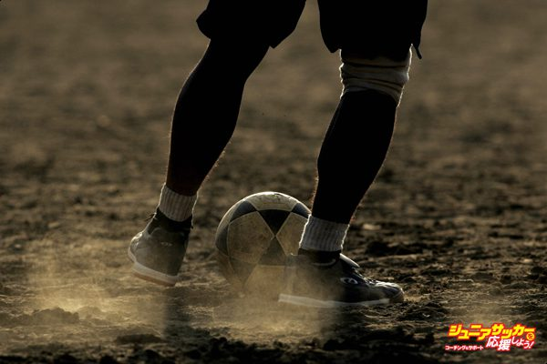 LOS ANGELES - JULY 19:  Ronnie of Honduras plays the ball on the dusty field during an early evening pick-up game on the dirt soccer field at Pan Pacific Park in the Fairfax District of Los Angeles on July 19, 2006 in Los Angeles, California. (Photo by Victor Decolongon/Getty Images)