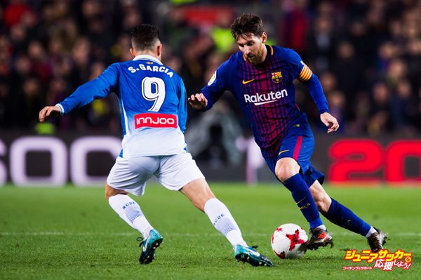 BARCELONA, SPAIN - JANUARY 25: Lionel Messi of FC Barcelona dribbles Sergio Garcia of RCD Espanyol during the Spanish Copa del Rey Quarter Final Second Leg match between FC Barcelona and RCD Espanyol at Camp Nou stadium at Camp Nou on January 25, 2018 in Barcelona, Spain. (Photo by Alex Caparros/Getty Images)