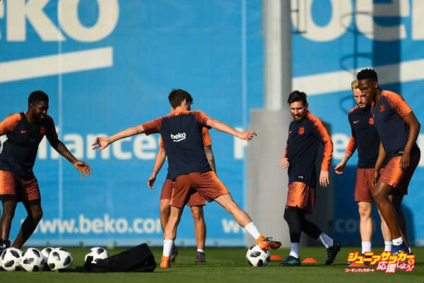 BARCELONA, SPAIN - APRIL 20:  Lionel Messi (C) of FC Barcelona in action during a training session ahead of the Spanish Copa del Rey Final match at the Ciutat Esportiva de Sant Joan Despi on April 20, 2018 in Barcelona, Spain.  (Photo by David Ramos/Getty Images)