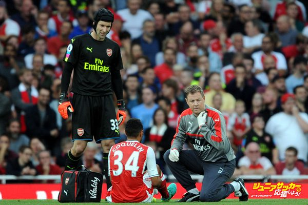 LONDON, ENGLAND - SEPTEMBER 24: Arsenal physio Colin Lewin treats the injured Francis Coquelin and (L) goalkeeper looks on during the Premier League match between Arsenal and Chelsea at Emirates Stadium on September 24, 2016 in London, England. (Photo by Stuart MacFarlane/Arsenal FC via Getty Images)