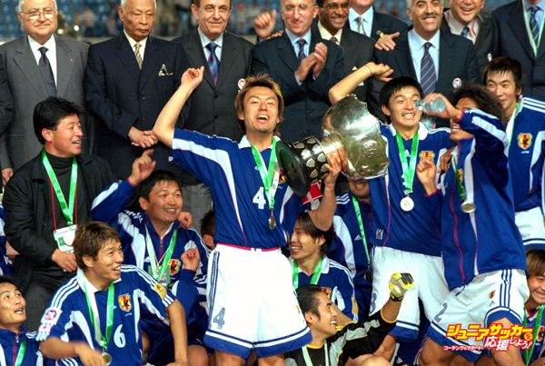 29 Oct 2000:  Japan captain Ryuzo Morioka lifts the Asian Cup Trophy after the Final against Saudi Arabia played in Beirut, Lebanon. Japan won the game and trophy with a 1-0 win.  Mandatory Credit: Stanley Chou /Allsport