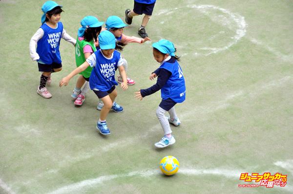 幼稚園児 団子サッカー